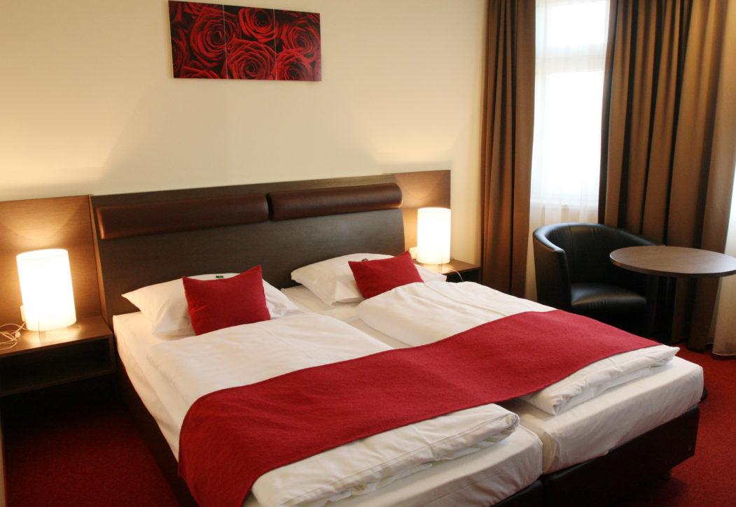 Doppelbett Zimmer1